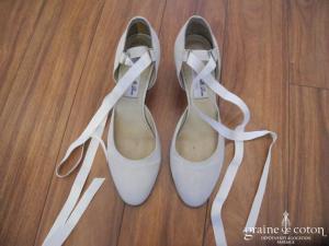 Mademoiselle Rose - Escarpins / babies (chaussures) en satin ivoire lacée