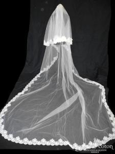 Pronovias - Voile long de 3,50 mètres en tulle ivoire clair bordé de dentelle