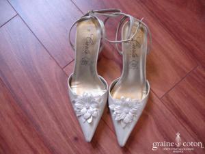 Carla Selvone - Chaussures ivoire avec fleur