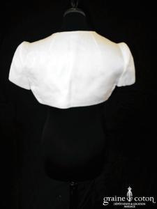 Paule Ka - Collection Black Carpet - Boléro à manches courtes en soie et lin ivoire