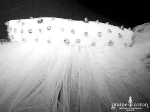 Création - Voile long de 2,50 mètres en tulle ivoire clair avec petits strass