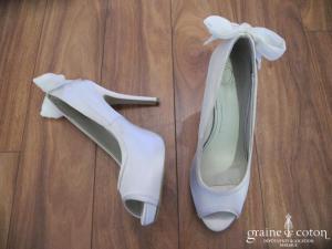 Oui by TDF - Escarpins (chaussures) en satin ivoire avec noeud à l'arrière