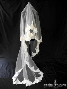 Pronuptia - Voile long de 2,50 mètres en tulle ivoire bordé de dentelle et brodé de paillettes sequins transparentes