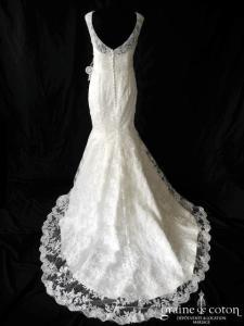 Création - Robe sirène en tulle rebrodé dentelle ivoire (bretelles dos nu boutonné empire)