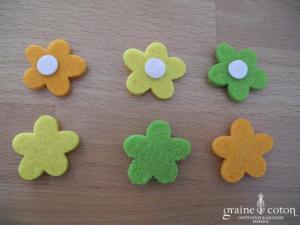 Lot de 22 mini fleurs colorées en feutrine