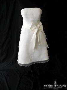 Création - Robe courte en bande d'organza ivoire clair (noeud)