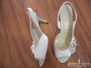 Carla Selvone - Sandales (chaussures) ouvertes en satin ivoire