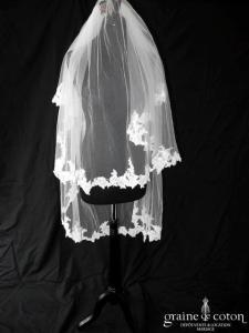 Pronovias - Voile mi long en tulle ivoire clair bordé de dentelle de Calais