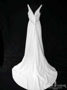 Demetrios - Robe en crêpe fluide ivoire clair (empire bretelles décolleté V)