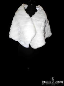 Étole / cape en fausse fourrure ivoire