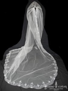 Pronovias - Voile long de 3 mètres en tulle ivoire bordé de fines perles et broderies