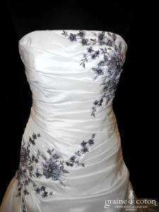 Pronuptia - Noce de vermeille (taffetas drapé broderies violettes taille basse)