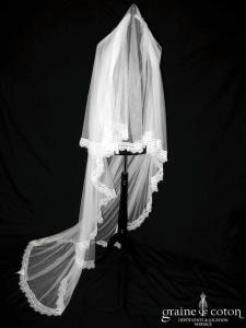 Aire Barcelona - Voile Renata long de 2,50 mètres en tulle fluide ivoire clair bordé de fine dentelle