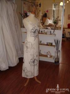 Caroll - Robe en lin blanche avec motifs fleurs (non stocké en boutique, essayage sur demande)