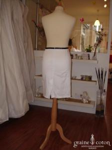 Jad - Jupe blanche et ruban noir (non stocké en boutique, essayage sur demande)