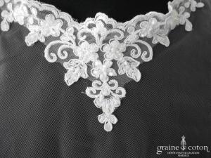 Bianco Evento - Étole / cape en tulle et dentelle ivoire clair (E190)