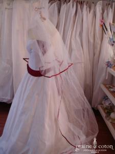 Les mariées d'Elodie - Voile ivoire clair avec biais rouge - 3 mètres