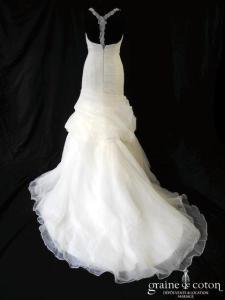White One (Pronovias) - Nopal (tulle fluide taille basse sirène dos nu bretelles drapé décolleté V)