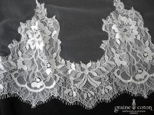 Bianco Evento - Voile long de 3 mètres en soft tulle ivoire bordé de fine dentelle (S171 avec rabat)