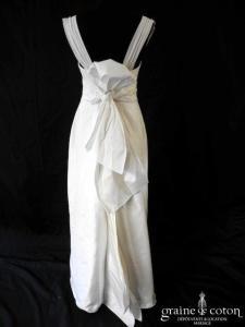 Catherine Varnier - Garance (empire faille de soie sauvage blanche drapée bretelles dos boutonné noeud droite)