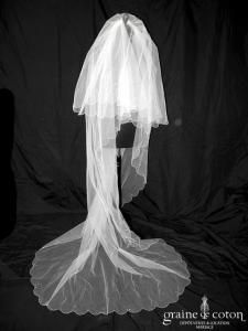 Voile long de 2,50 mètres en tulle ivoire clair bordé de fines perles