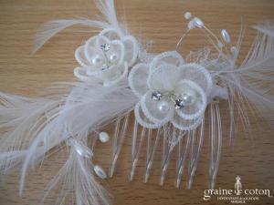 Peigne à cheveux avec fleurs en organza et plumes
