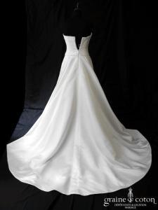 Créateur anglais - Robe plissée en satin duchesse ivoire (coeur bustier)