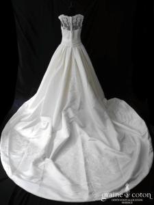 Pronovias - Laudin (satin duchesse dentelle bretelles dos boutonné drapé)
