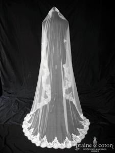 Pronovias - Voile Finisterre long de 2 mètres en tulle ivoire bordé de dentelle