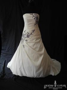Pronuptia - Noce de vermeille (taffetas drapé broderies violettes laçage)