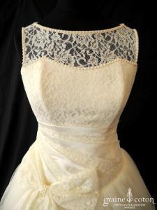 Création - Robe taille basse en tulle et dentelle ivoire (bretelles manches laçage drapé)