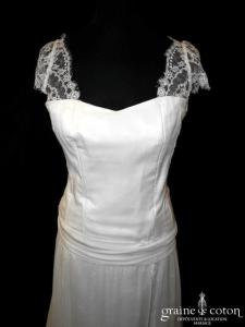 Création - Robe bohème fluide en mousseline de soie et dentelle ivoire (dos nu boutonné coeur manches bretelles taille basse)