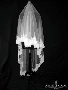 Création - Voile long de 2,50 mètres en tulle blanc bordé de dentelle