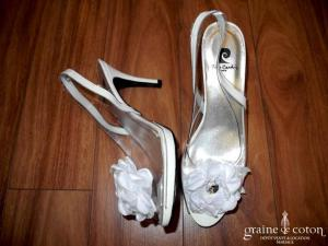 Pierre Cardin - Escarpins transparents avec fleur en tissu