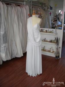 Robe bustier drapée en jersey blanc satiné (jersey dentelle)