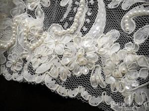 Création - Boléro / cape en dentelle et perles ivoire