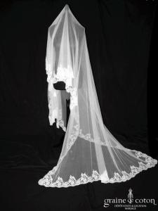 Delphine Manivet - Voile long de 2,50 mètres en tulle de soie ivoire bordé de dentelle