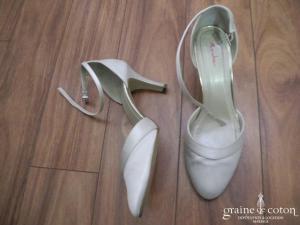 Rainbow - Escarpins (chaussures) en satin ivoire