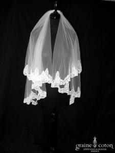 Voile court en tulle ivoire bordé de dentelle brodée