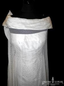 Max Chaoul - Robe en soie ivoire et tulle plumetis (manches bretelles noeud fluide dos boutonné laçage bustier)