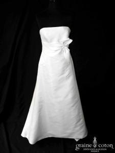 Jesus Peiro pour Nuit Blanche - Palma (mikado de soie empire noeud dos boutonné bustier)