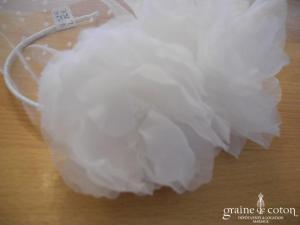 Sibo designs - Headband / serre tête fleurs en organza ivoire clair avec voilette plumetis