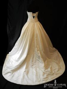 Pronovias - Georgia (satin duchesse drapé dos boutonné bustier)