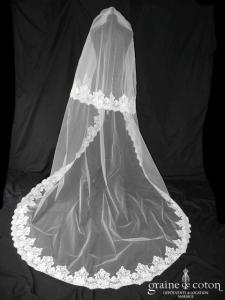 David Purves - Voile long de 2,50 mètres en tulle ivoire clair bordé de dentelle