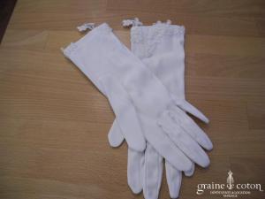 Gants blancs courts en satin et dentelle ivoire