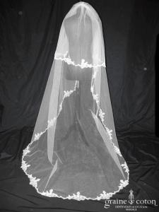 Juste un baiser - Voile long de 2,50 mètres en tulle ivoire clair bordé de dentelle de Chantilly