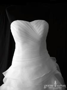Création - Robe en gaze ivoire clair (coeur drapé organza laçage bustier)