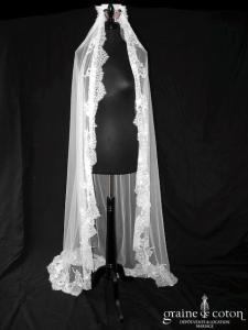 Nicole - Voile long de 2,50 mètres en tulle ivoire clair bordé de dentelle