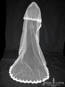 Miss Kelly - Voile long de 2,50 mètres en tulle ivoire bordé de dentelle