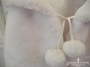 Cape étole en fausse fourrure blanche